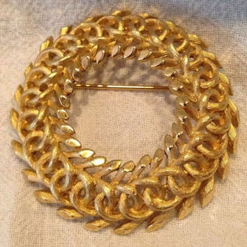 Vintage Crown Trifari Gold Brooch Eternity Wreath Circle Pin Costume Jewelry