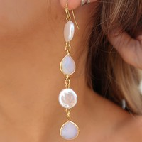 So Charming Earrings: Gold/Pearl
