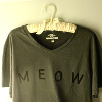 Gray cropped 'meow' t shirt
