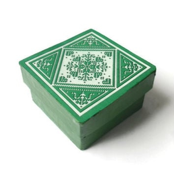 Tiny Green Gift Box with Scandinavian snowflake design on lid, Christmas wrap, eco friendly