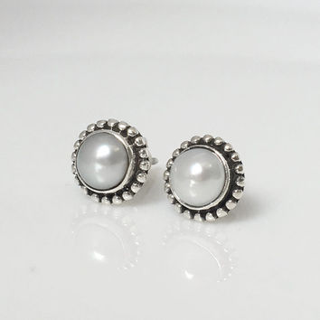 Pearl Stud Earrings, Silver pearl Earrings, Pearl Post Earrings, Boho Stud Earrings, Boho Jewelry, Boho Earrings, Boho chic, Pearl jewelry