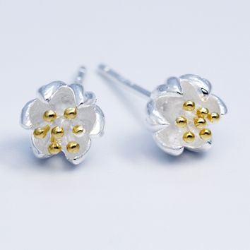 The golden flowers earringsï¼?925 sterling silver  earrings,a perfect gift