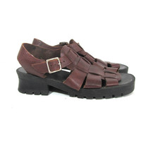 90s rugged brown sandals. leather huaraches. gladiator sandals. size 9