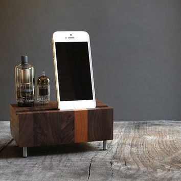 Universal dock for iPhone Samsung Galaxy handcrafted butcher block from walnut wood with double electron tubes