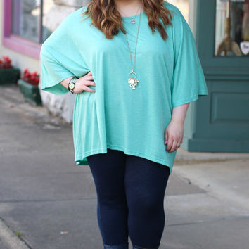 Crew Neck Basic in Green {Curvy}