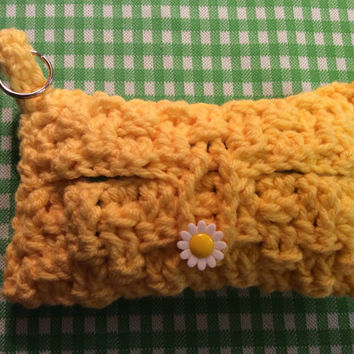 Purse Tissue Holder With Key Ring / daisy button / hand crochet / gift idea / party favor / made in USA / yellow / flower / purse tissue