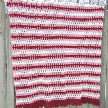 Vintage pink burgundy-red rose white crochet throw afghan blanket