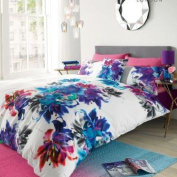 Buy Lipsy Iced Floral Duvet Set online today at Next: Deutschland