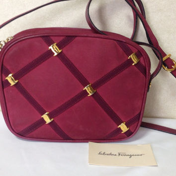 Vintage Salvatore Ferragamo vara collection wine, purple suede leather shoulder bag with golden bow charm. Classic purse for daily use