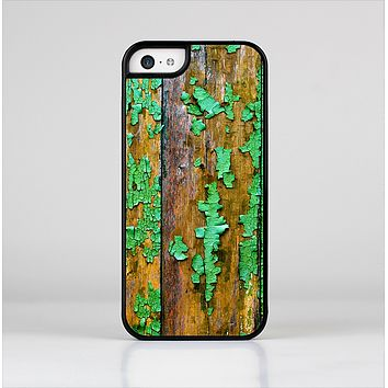 The Chipped Bright Green Wood Skin-Sert for the Apple iPhone 5c Skin-Sert Case