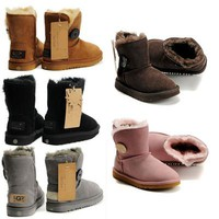 UGG hot seller of casual, button-down mid-top UGG boots for fashionable women
