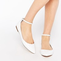 Faith Al White Asymmetric Pointed Flat Shoes