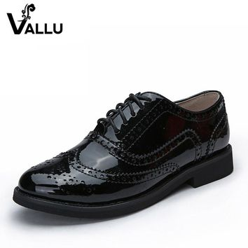 2016 Genuine Leather Women Shoes Brogues Lace up Flat Heels  Round Toe Patent Leather Black Oxfords Women Casual Shoes
