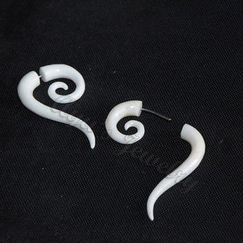 Organic Spiral Talons Design Fake Gauge Bone Earrings, Medium Size