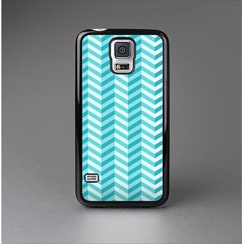 The Light Blue Thin Lined Zigzag Pattern Skin-Sert Case for the Samsung Galaxy S5