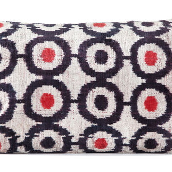 "16"" x 24"" Silk Velvet Ikat Pillow, White/Black/Red"