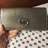 VONE7FQ Michael Kors Fulton Flap Gunmetal/Silver Carry All Leather Wallet