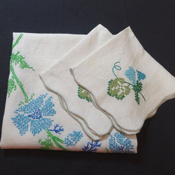 1970s Vintage Linen Tablecloth & 2 Napkins in White, Hand Embroidery Cross Stitch Center Wreath in Blue, Green, Turquoise, Vintage Linens