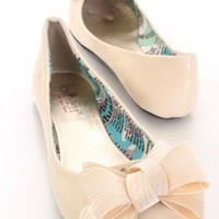 Cream Patent Faux Leather Scoop Vamp Casual Flats