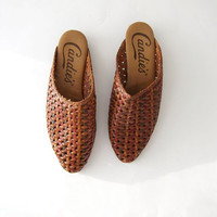 80s woven leather mules. modern slip on sandals. boho beach sandals
