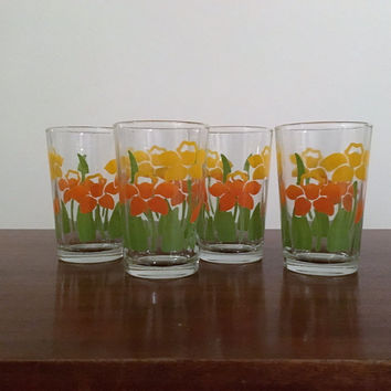 Vintage 1960s Set of Four (4) Glass Tumblers with Yellow Orange Daffodil Design / Retro Glass Cups / Flower Power