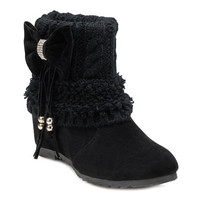 Suede Boots With Bow and Knitting Design