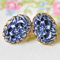 Vintage Navy Blue and White Floral Carved Oval Lacy Brass Setting Post Earrings -Wedding, Beach, Bridal, Bridesmaid