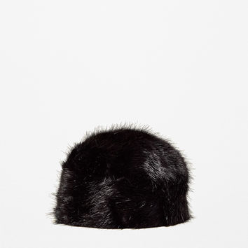FAUX FUR HAT DETAILS