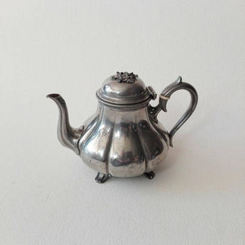 Tea pot, silver plated, British vintage, tea party, 19th century, antique british, vintage tea pot, home decor, chic decor, english style