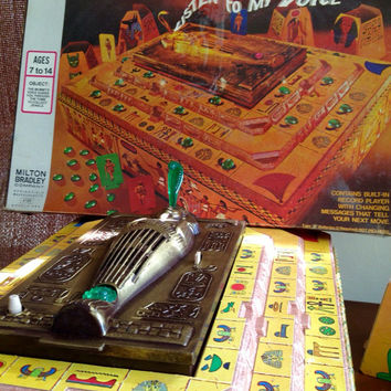 Voice of the mummy game 1972 milton bradley rare item, red runes, green tokens