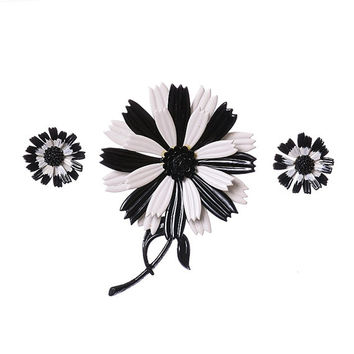 Vintage Hedy Signed Black & White Enamel Flower Set 50s 60s Mod Daisy Brooch Pin and Clip Earrings Boho Hedison Mid Century Jewelry