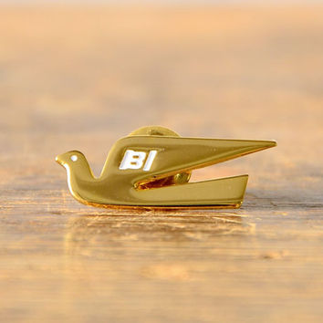 Vintage Braniff Airways Dove Pin