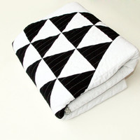 Patchwork Baby Quilt in Black and White Triangles for Boy or Girl – Reversible