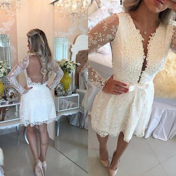 Elegant White A-line Lace Mini Homecoming Dresses 2017 Long Sleeve Sheer Back Short Prom Party Dress Cheap Short Homecoming Gown