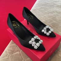 Roger Vivier Silk Flower Strass Red Pumps Black - Best Deal Online