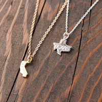 Small Silver State Charm Necklace / Dainty State Pride Pendant Necklace