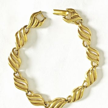 "Vintage Signed Napier Gold Toned 7 1/4"" Bracelet with Modernist Leaf Shape Design"