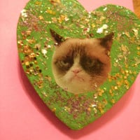 Grumpy Cat . Surly Glitter Heart Pin