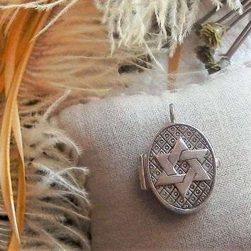 Vintage REO Sterling Silver Star of David Oval Pill Keepsake Prayer Box Locket Pendant