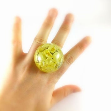 Real jasmine jewelry Extra large ring Huge ring Resin sphere ring Real flowers jewelry Creamy ring Princess jewelry Wedding ring botanical