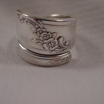 A Queen Bess Spoon Ring Size 7 1/2 Wrap Style Antique Handmade Spoon and Fork Jewelry t556