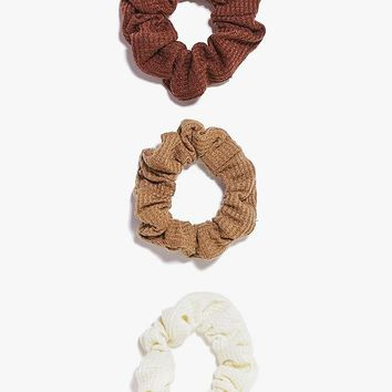 Jennifer 3 Pack Scrunchies | Boohoo