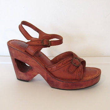 Vintage 1970s Boho Platform Shoes / Brown Leather & Wood Sandals / Cut-Out Heels / Ankle Straps / Size 8