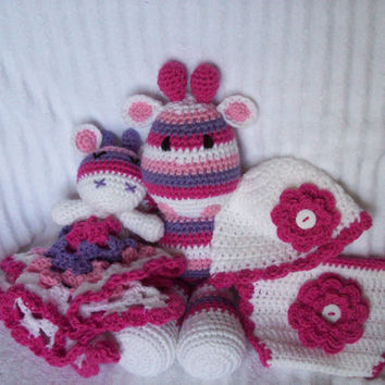 Baby Shower Gift Set, Crochet Giraffe Stuffed Animal, Crochet Animal, Giraffe Baby Lovie and Diaper Cover Set , Lovey Blanket Made to Order