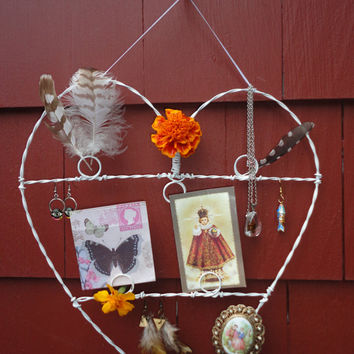 Heart Shaped Wire Wall Hanging Photo Jewelry Display