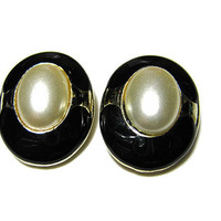 Vintage Faux Pearl Earrings Black Enameled Gold Tone Oval Clip On Womens Retro Elegant