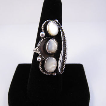 Sterling Silver Vintage Mother of Pearl Ring, Native American Mother of Pearl Ring, Navajo Mother of Pearl Ring, Vintage Ring Size 7.75
