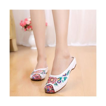 Beige Old Beijing Cloth Shoes for Women in Vintage Embroidery Online in National Style with Beautiful Floral Designs