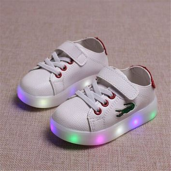 2017 Spring Kids Light Up Shoes For Children Shoe Led Infant Glowing Sneakers Boys Gir