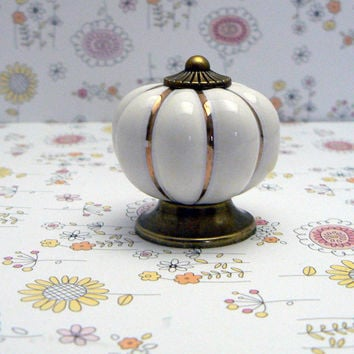 White Cabinet Drawer Round Pumpkin Style Knob Handle Kitchen Dresser Furniture Decorative Hardware Ceramic Gold Pin Stripe Antique Bronze